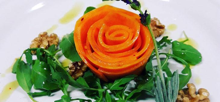 """Un """"fiore"""" di secondo con con zucca gialla, zenzero, noci e paprika"""